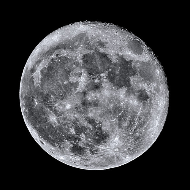 A supermoon (Attribution: Flickr - Johan J.Ingles-Le Nobel)