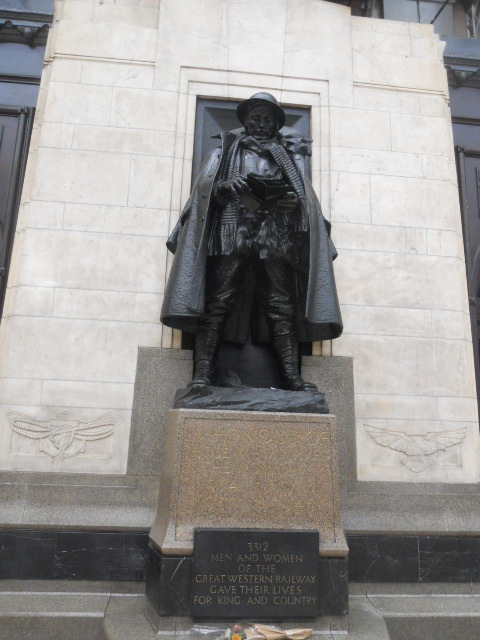 paddington station, the unknown soldier, talking statues