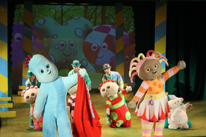 Igglepiggle and Upsy Daisy on stage