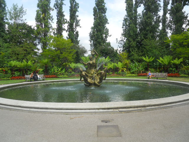 Regent's Park, queen mary's gardens, Triton fountain