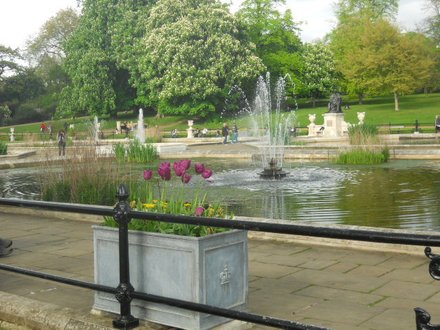 kensington gardens, kensington palace, the long water, italian garden