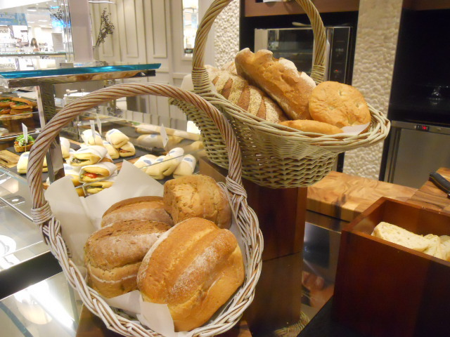 elys cafe, elys restaurant, bread