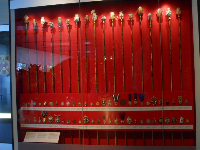 museum of london, city gallery, liverymen, staff, wand, badges
