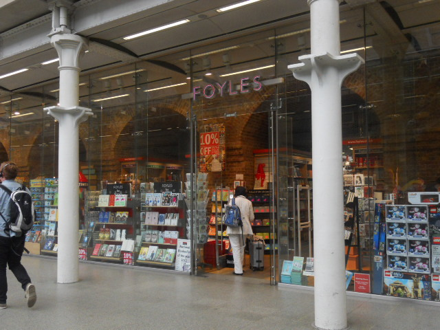 king's cross st pancras international, train station, tube station, foyles, book shop
