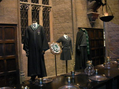 warner bros. studio tour, harry potter, slytherin, hogwarts uniform, costumes
