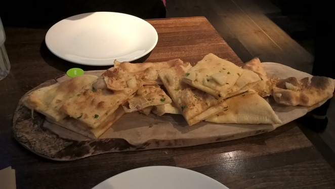 Zizzi, pizza, garlic bread, pasta, Italian, restaurant, vegan, Spinningfields